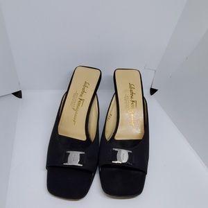 Salvatore ferragamo fabric slip on sandals 7.5